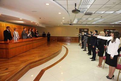 Juraron nuevos magistrados, defensores y fiscales