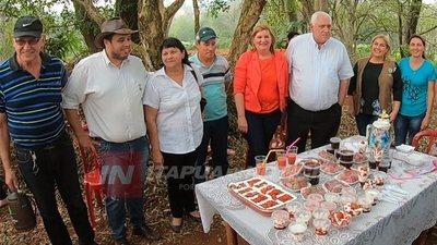 BELLA VISTA: GOBERNACIÓN REPLICARÁ EN EXPERIENCIAS DE PRODUCCIÓN DE FRUTILLA