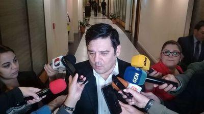 Absuelven al senador Enrique Salyn Buzarquis en caso lesión de confianza