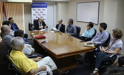 Productores e industriales avícolas solicitan redoblar esfuerzos en lucha anticontrabando