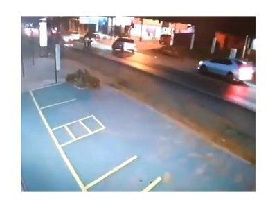 Buscan a conductor que dejó gravemente herida a una mujer