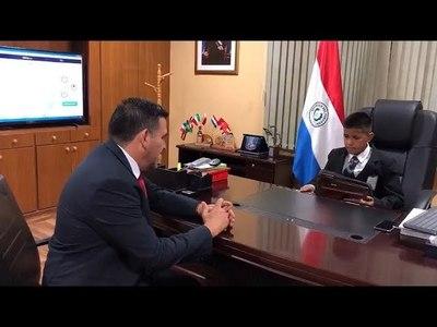 NIÑO LUSTRABOTAS SUEÑA CON SER MINISTRO DE EDUCACIÓN