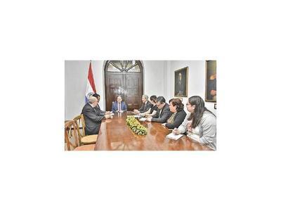 Diplomáticos y otros jubilados ofrecen cooperar con el MRE