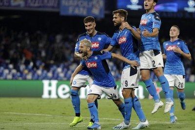 Nápoles se hace fuerte en casa y derrota al vigente campeón Liverpool