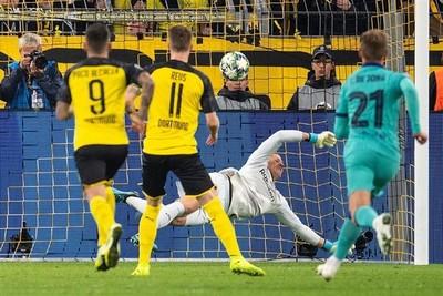 Ter Stegen salva al Barcelona y rescata un valioso empate en Alemania