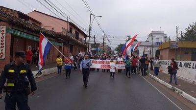 Docentes de la UNA marchan en San Lorenzo