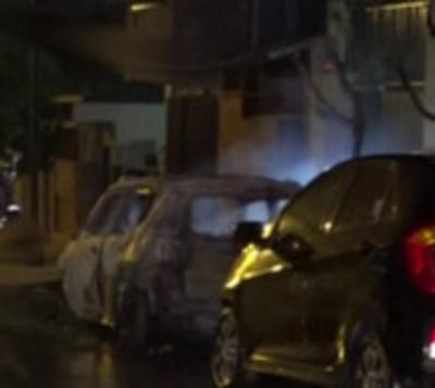 Llamas consumen a dos vehículos en Asunción