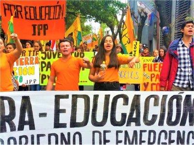 Jóvenes reclaman tierra, educación y trabajo en proximidad al Día de la Juventud
