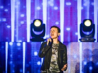Fonseca canta para impedir que las redes sociales le quiten la magia al amor