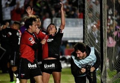 HOY / Colón logra una esforzada ventaja ante Atlético Mineiro