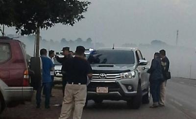 """HOY / Disfrazados de policías montan  barrera y asaltan: se llevan """"fácilmente"""" G. 600 millones"""