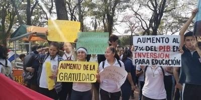 HOY / Tras declararlo enemigo, estudiantes anuncian fuertes protestas contra Abdo