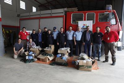 Itaipu entregó a bomberos equipos para el combate a incendios forestales en el Chaco