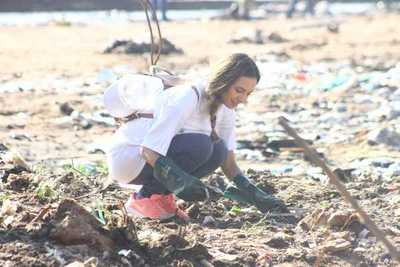 Una gran cantidad de voluntarios limpiaron la bahía de Asunción