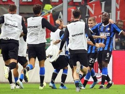 El Inter gana el derbi al Milan y sigue líder con el pleno de puntos