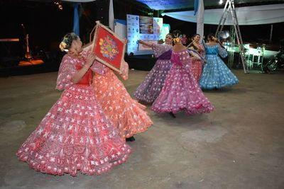 Festival folclórico en evento de pesca en Ayolas