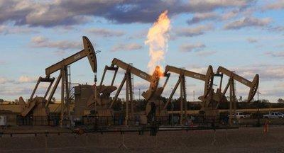 Precio del petróleo cae debido a tensiones comerciales entre China y EE.UU