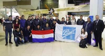 Jóvenes seleccionados para trabajar en la multinacional Ball Corporation partieron al Brasil para capacitarse