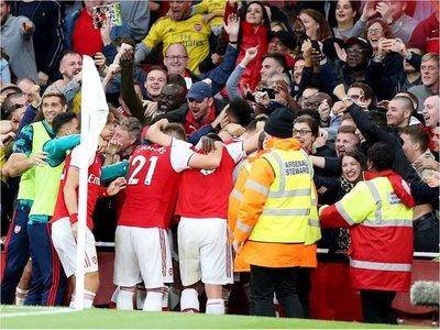 El Arsenal remonta con uno menos ante el Aston Villa y corta la mala racha