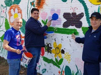 Pintan mural en conmemoración de la primavera en Cambyretá