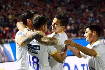 Ni los árbitros pudieron evitar la victoria de Luqueño en la Olla •