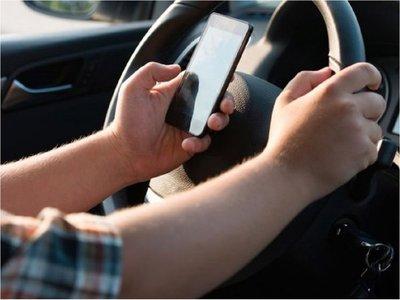 Australia lanza sistema para detectar el uso del móvil al volante