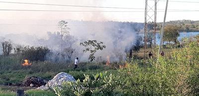 Inadaptados quemaron ayer pastizal en el km 8 Acaray