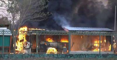 Bus de línea de 18 ardió en llamas en zona de exCaballería