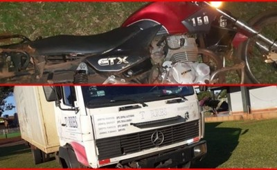 Choque frontal entre camión y motocicleta deja un fallecido