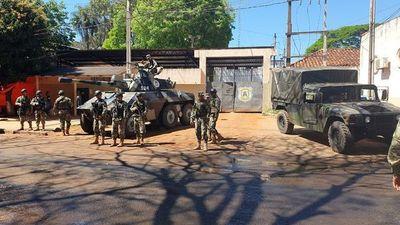 Militares con tanques de guerra refuerzan seguridad de cárcel de CDE