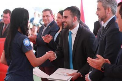 Gobierno entregó 1.000 becas de estudio a través la Secretaría Nacional de la Juventud
