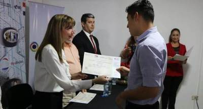 Más de 500 jóvenes egresan de los cursos de contact center