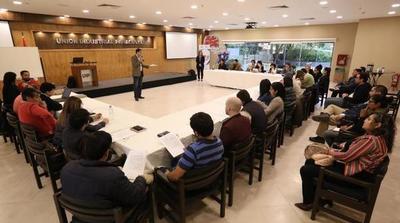 Microemprendedores preseleccionados del concurso FDM 2 recibieron capacitación