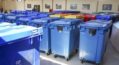 Barrio San Francisco recibió 64 contenedores de alta densidad para recolección de desechos