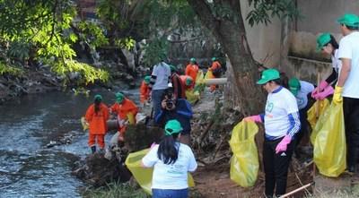 Instituciones se unieron para realizar el desafío #BasuraChallenge en San Lorenzo