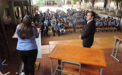 Municipalidad entrega mobiliarios a 52 escuelas de Ciudad del Este.