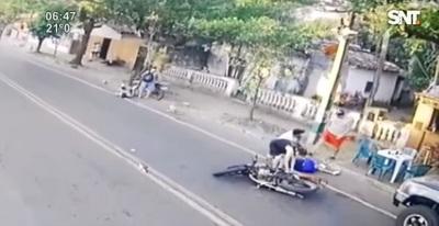 Dos heridos en choque entre motos