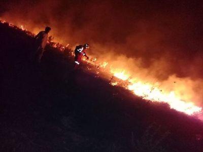 Se registran incendios de pastizales en dos puntos de Paraguarí