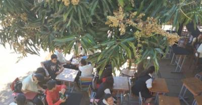 Escueleros dan clases mangoguype en CDE
