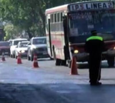 Alertan sobre aceite esparcido sobre la avenida Eusebio Ayala