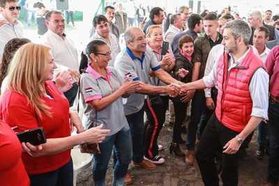 Presidente anuncia construcción de viviendas, más obras viales y defensa costera en Pilar