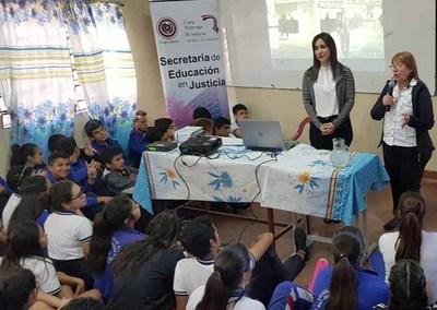Advierten a jóvenes sobre riesgos del consumo de drogas