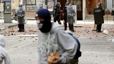 Choques entre estudiantes y policías paralizaron dos avenidas de Bogotá