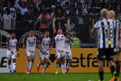 En penales, Colón elimina a Mineiro y se anota en la final