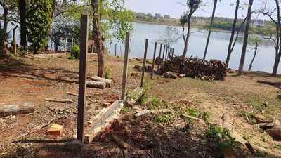 Desidia de Municipalidad permite construcción de muros a orillas del lago Acaray en el km 10
