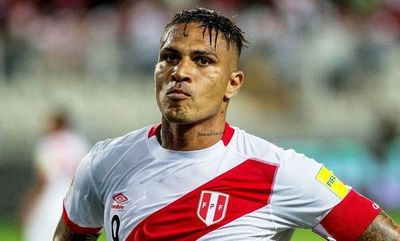 Paolo Guerrero lidera ataque de Perú