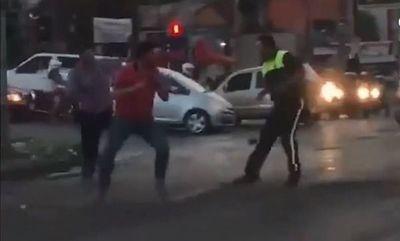 Agreden a agentes de tránsito de Asunción