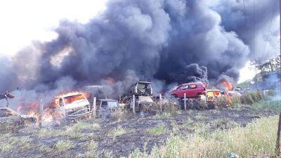 Treinta vehículos incendiados en CDE
