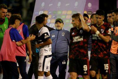 River hunde aún más al Gimnasia de Maradona