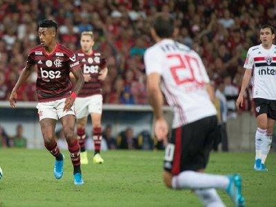 Líder Flamengo cede empate en casa ante el Sao Paulo de Dani Alves